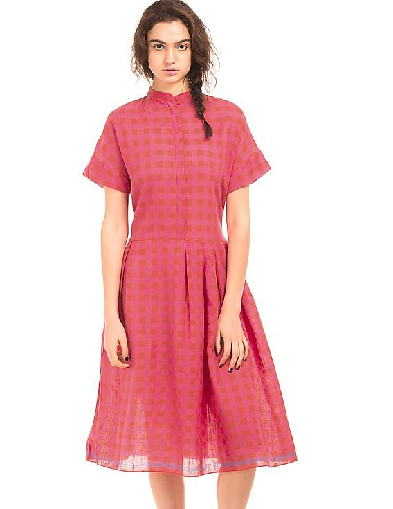 Flat Rs.600 Off on Rs.3,000 For New Users on First Purchase | RUNAWAY BICYCLE  Ghingham Check Pleated Belt Dress By NNNOW @ Rs.3,690