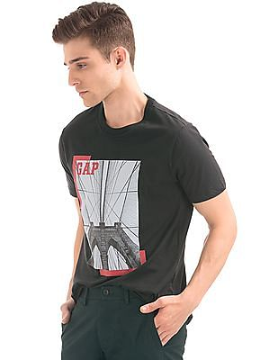GAP Men Black Graphic Print Crew Neck T-Shirt