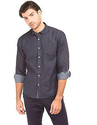 Izod Printed Slim Fit Chambray Shirt